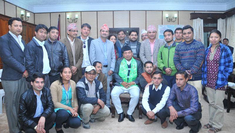 Vice-President Nanda Bahadur Pun (centre) with Federation of Nepali Journalists (FNJ) team. Photo: FNJ