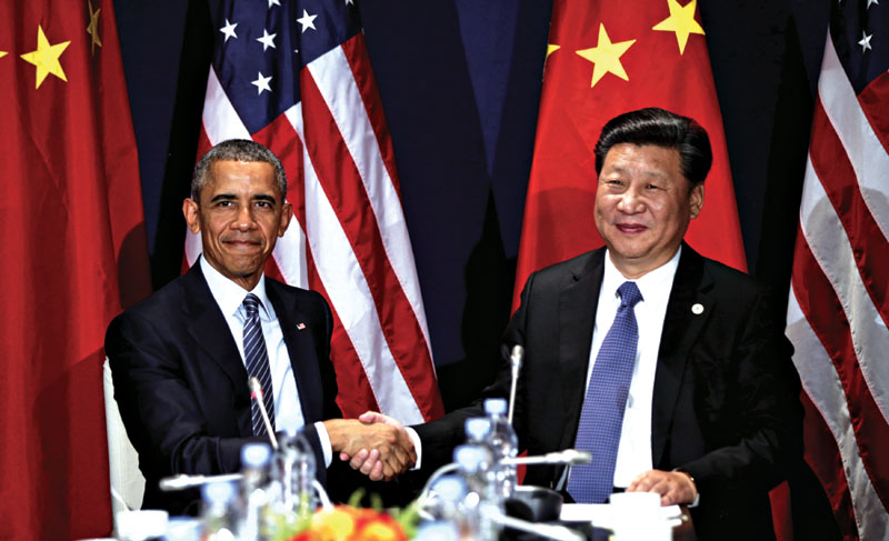 US President Barack Obama shakes hands with Chinese President Xi Jinping during their meeting at the start of the climate summit in Paris November 30, 2015.  REUTERS/Kevin Lamarque       TPX IMAGES OF THE DAY