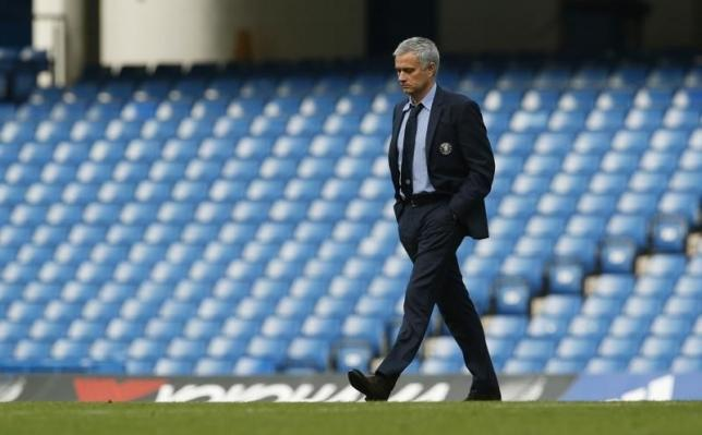 Football - Chelsea v Liverpool - Barclays Premier League - Stamford Bridge - 15/16 - 31/10/15nChelsea manager Jose Mourinho walks on the pitch after defeatnAction Images via Reuters / John Sibley