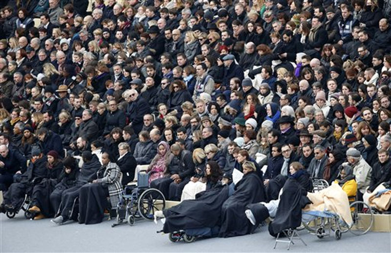 Wounded people in the November 13 Paris attacks wait for the start of a ceremony in the courtyard of the Invalides in Paris, Friday, November 27, 2015. Photo: AP