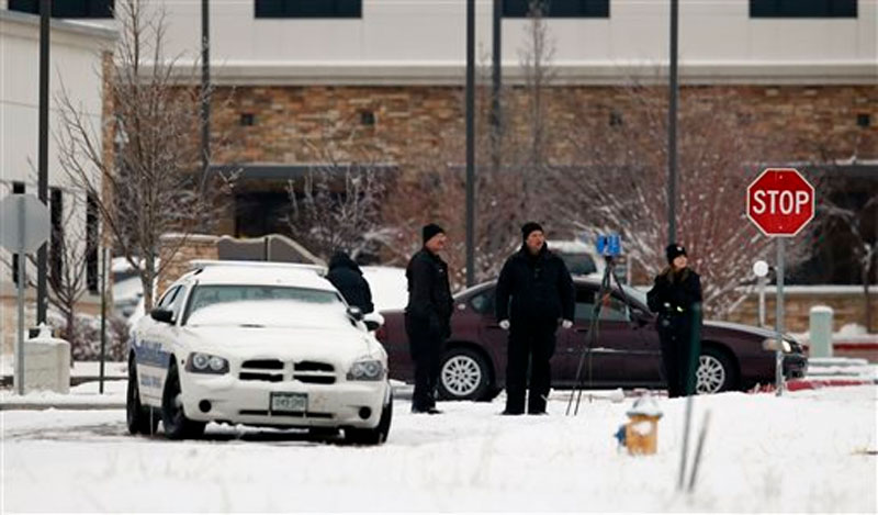 Police investigators work near a Planned Parenthood clinic on Saturday, November 28, 2015, in Colorado Springs, Colorado, after a deadly shooting Friday. A gunman engaged in an hours-long standoff before surrendering at the clinic. Photo: AP