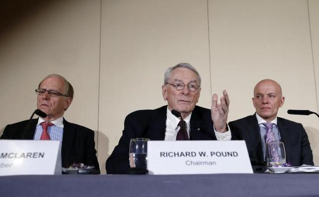 Richard W. Pound (C), World Anti-Doping Agency (WADA) Founding President and former IOC Vice President speaks next to Richard H. McLaren (L), Legal Counsel and member of the Court of Arbitration for Sport (CAS) and Guenter Younger, Head of Department Cybercrime with Bavarian Landeskriminalamt (LKA) during a news conference on the WADA Independent Commission report on findings of investigation into allegations of widespread doping in sport in Geneva, Switzerland November 9, 2015.  REUTERS/Denis Balibouse