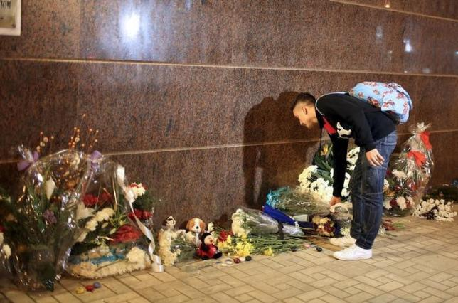 A Russian young man lays flowers in front of the Russian embassy in Cairo to commemorate victims of the Russian aeroplane crash at the Sinai, Egypt, November 1, 2015. REUTERS/Asmaa Waguih