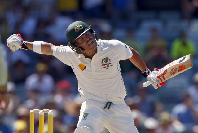 Australia's David Warner celebrates reaching his century during the first day of the second cricket test match against New Zealand at the WACA ground in Perth, Western Australia, November 13, 2015.      REUTERS/David Gray