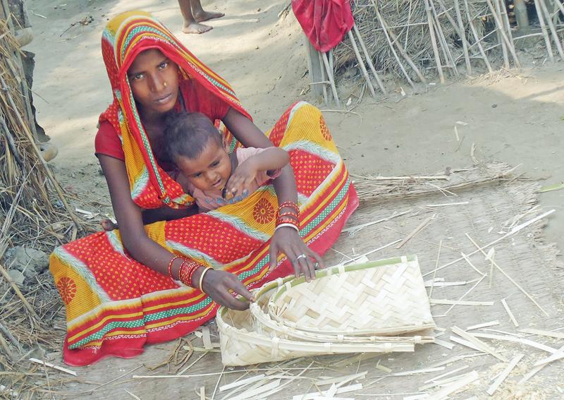 A woman weaving a bamboo basket for Chhat festival at Maleth VDC, Saptari, on Thursday. Photo: THT