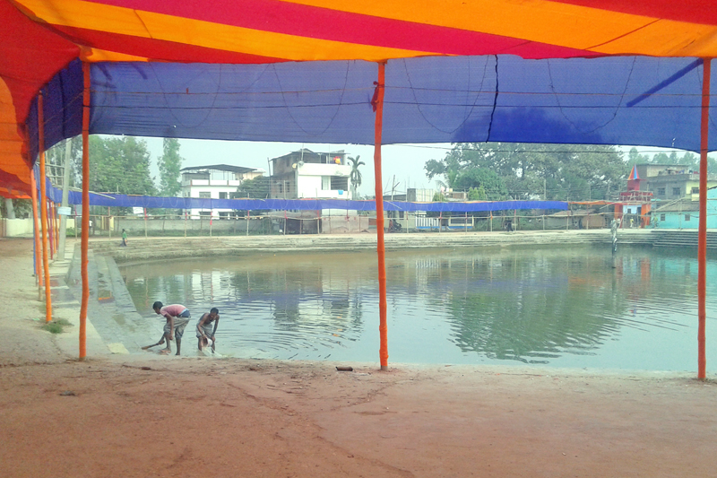 People decorating the edge of a pond for the Chhath festival in Rautahat district headquarters, Gaur, on Sunday, November 15, 2015. Photo: Prabhat Kumar Jha/ THT
