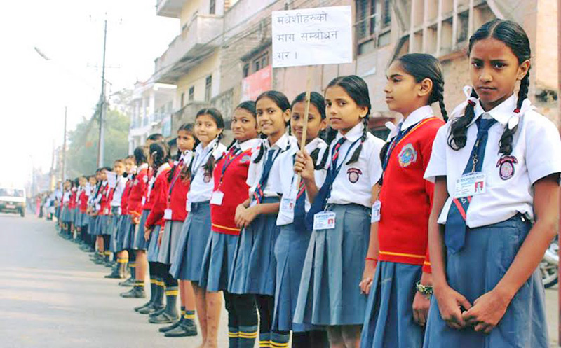 A human chain formed by the students of Birgunj in Parsa district, on Monday, November 30, 2015. Photo: Ram Sarraf