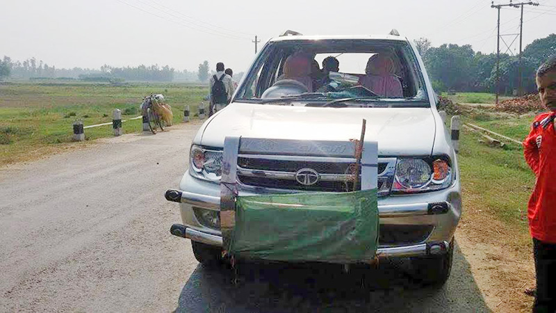 A jeep vandalised by the United Democratic Madhesi Front (UDMF) cadres in Sakhuwa Chok of Rautahat district along Gaur-Chandranigahapur road section on Saturday, November 21, 2015. Photo: Prabhat Jha/THT file
