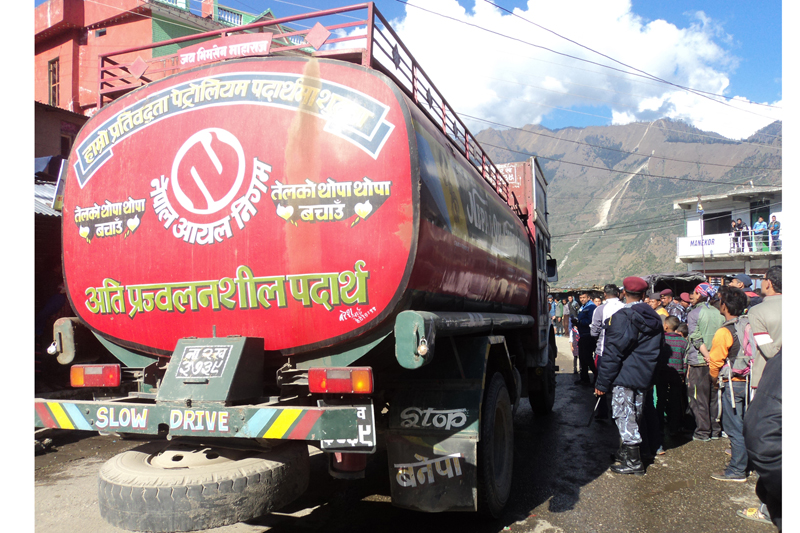 A Nepal Oil Corporation tanker, laden with petrol brought from Kyirong of China, leaves Dhunche of Rasuwa to Kathmandu, on Monday, November 2, 2015. Photo: RSS