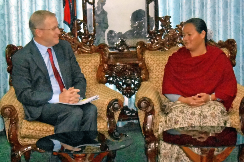 Nicholas Oakes leading a delegation of United Nations High Commissioner for Refugees (UNHCR) delegation meets with Speaker Onsari Gharti at her office at Singh Durbar on Monday, November 16, 2015. Photo: RSS