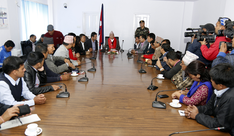Prime Minister KP Sharma Oli speaks with a delegation of the Federation of Nepali Journalists, in Kathmandu, on Friday, November 6, 2015. Photo: RSS