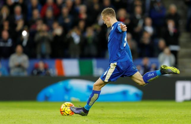Football - Leicester City v Watford - Barclays Premier League - King Power Stadium - 7/11/15nJamie Vardy scores the second goal for Leicester from the penalty spotnAction Images via Reuters / John CliftonnLivepic