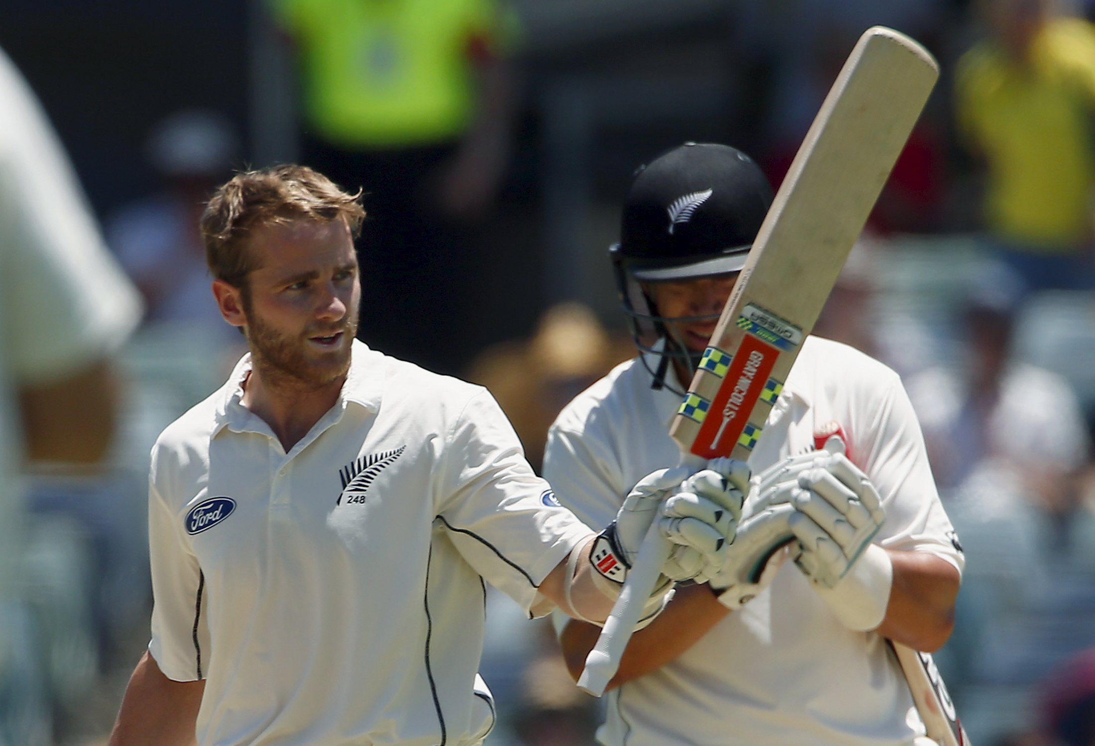 New Zealand's Kane Williamson (left) is applauded by team mate Ross Taylor as he celebrates reaching his century during the third day of the second cricket test match against Australia at the WACA ground in Perth, Western Australia, November 15, 2015. Photo: Reuters