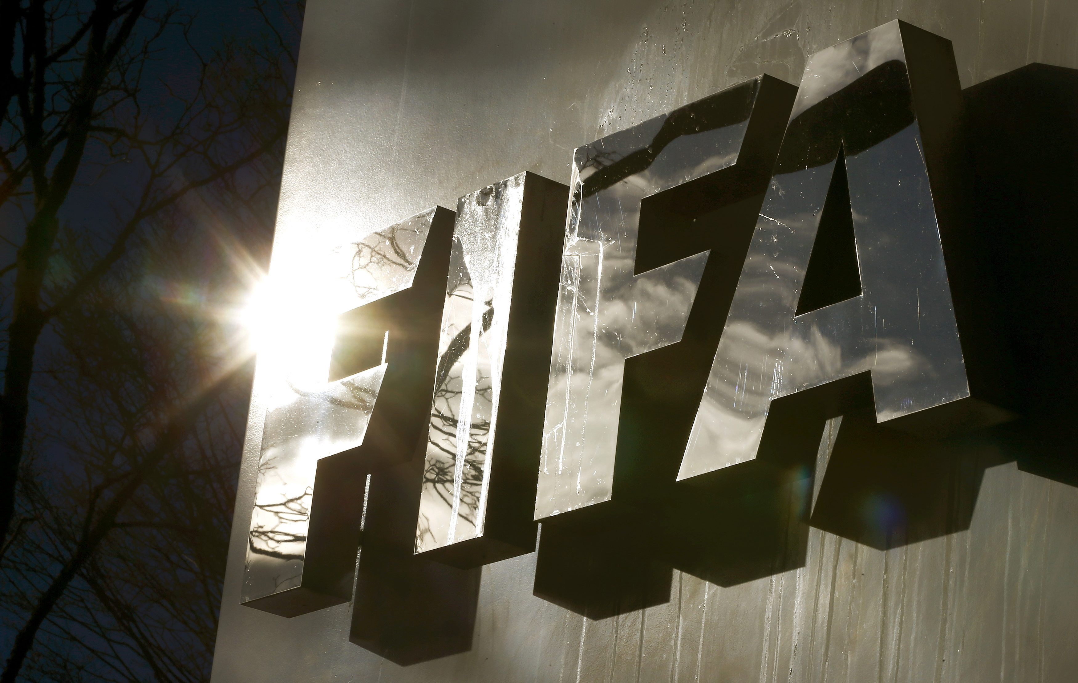 The sun is reflected in FIFA's logo in front of FIFA's headquarters in Zurich, Switzerland November 19, 2015. Photo: Reuters