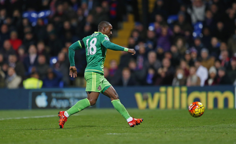 Jermain Defoe scores the first goal for Sunderland against Crystal Palace at Selhurst Park on November 23, 2015. Photo: Reuters