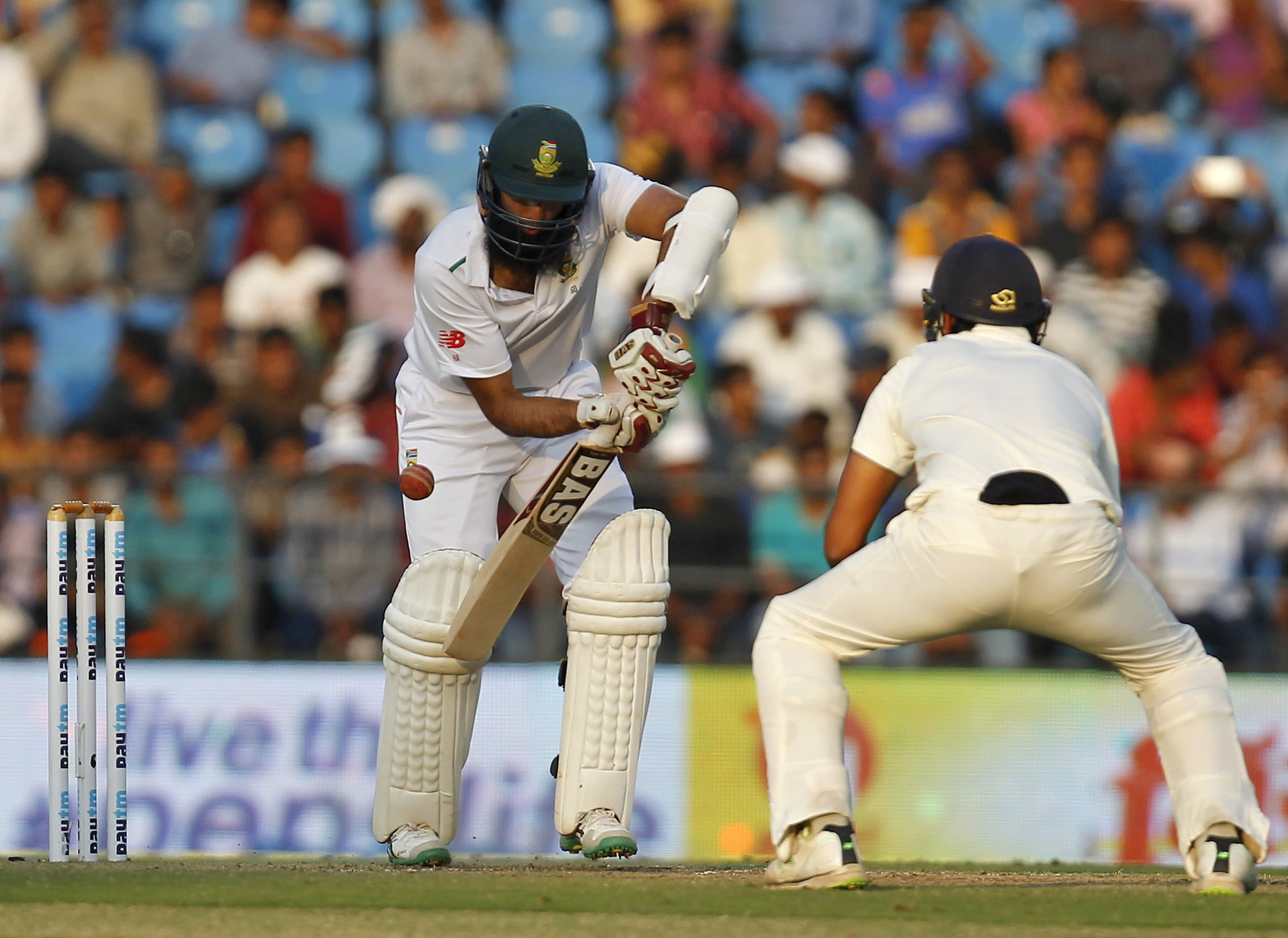 South Africa's captain Hashim Amla (left) plays a shot during the second day of their third test cricket match against India in Nagpur, India, November 26, 2015. Photo: Reuters
