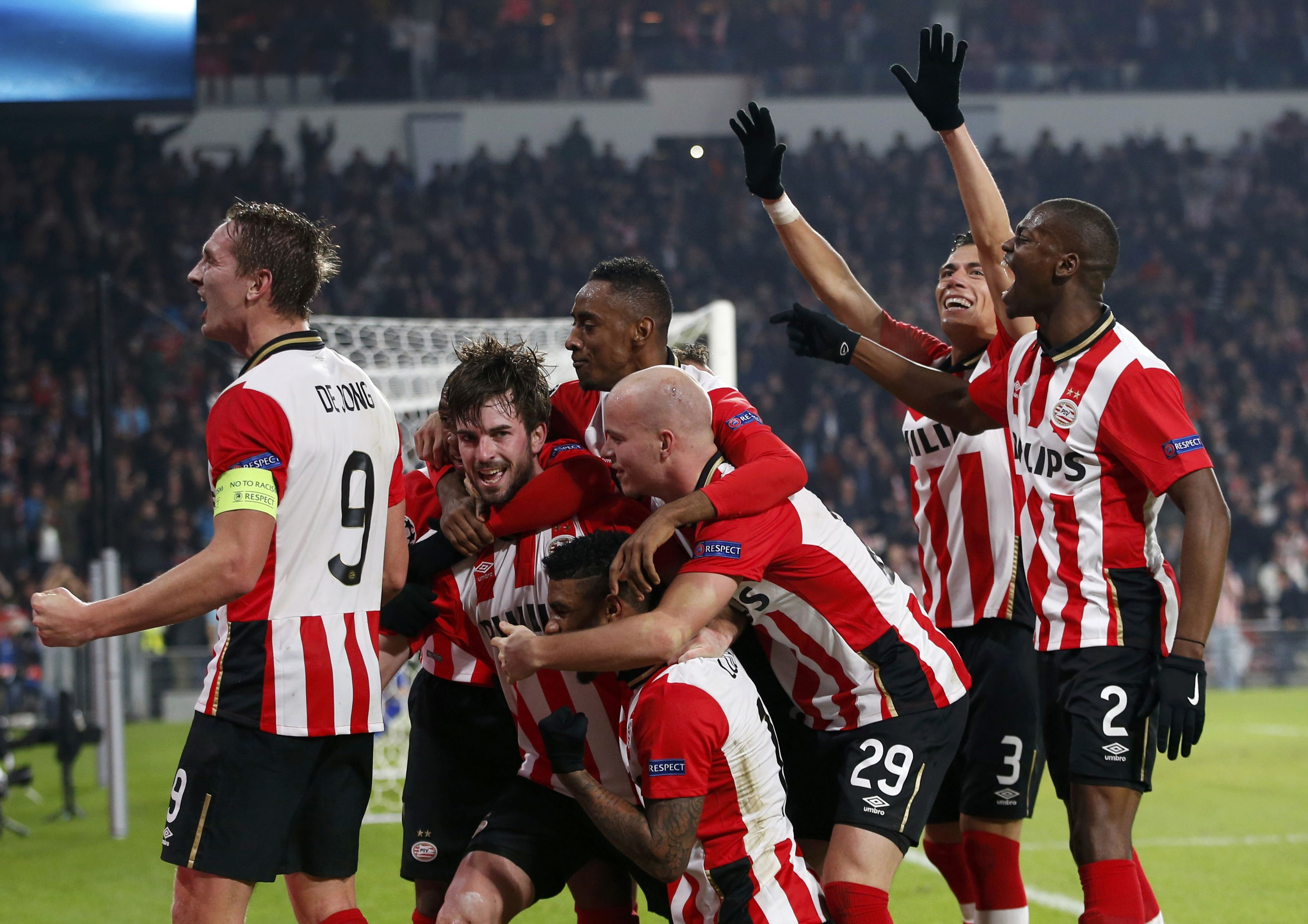 PSV Eindhoven's Davy Propper (2nd L) celebrates with team mates after scoring his side's winning goal. Photo: Reuters