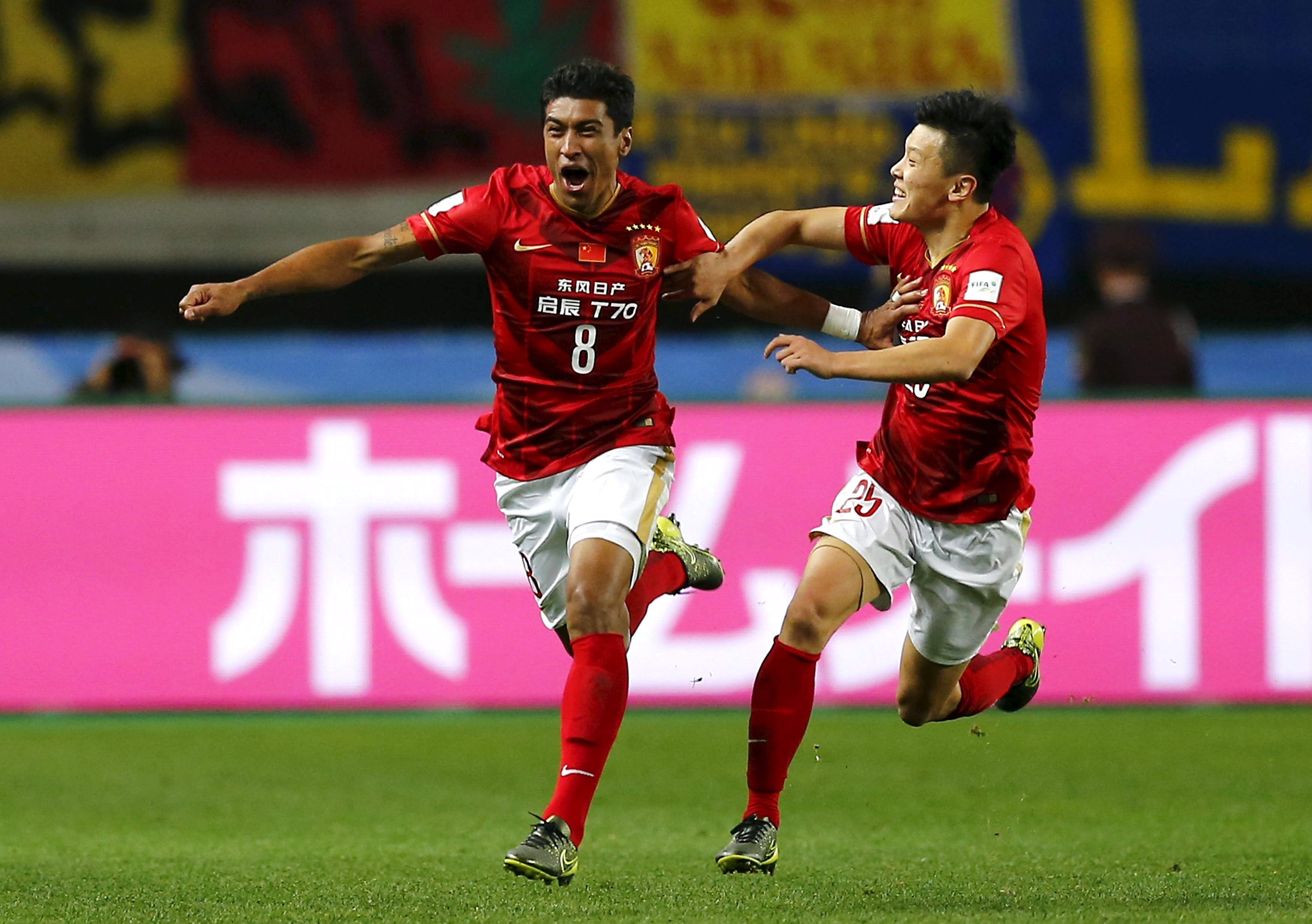 Paulinho (left) of China's Guangzhou Evergrande celebrates with teammate Zou Zheng after he scored against Mexico's Club America during their Club World Cup quarter-final soccer match in Osaka, western Japan, December 13, 2015. Photo: Reuters