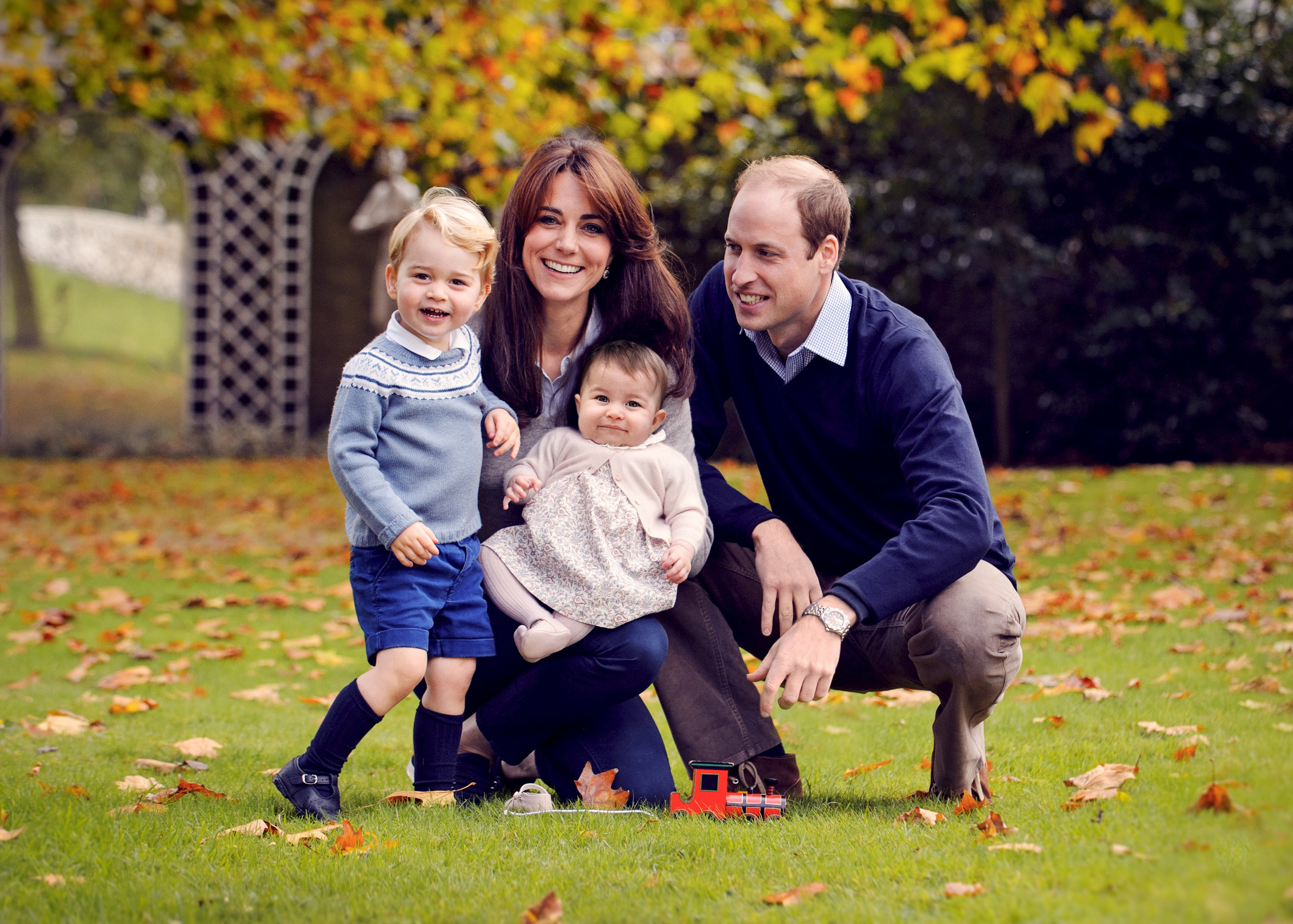 Britain's Prince William, his wife Kate, and their children George (L) and Charlotte pose in a photo  taken in late October 2015. Photo: Reuters