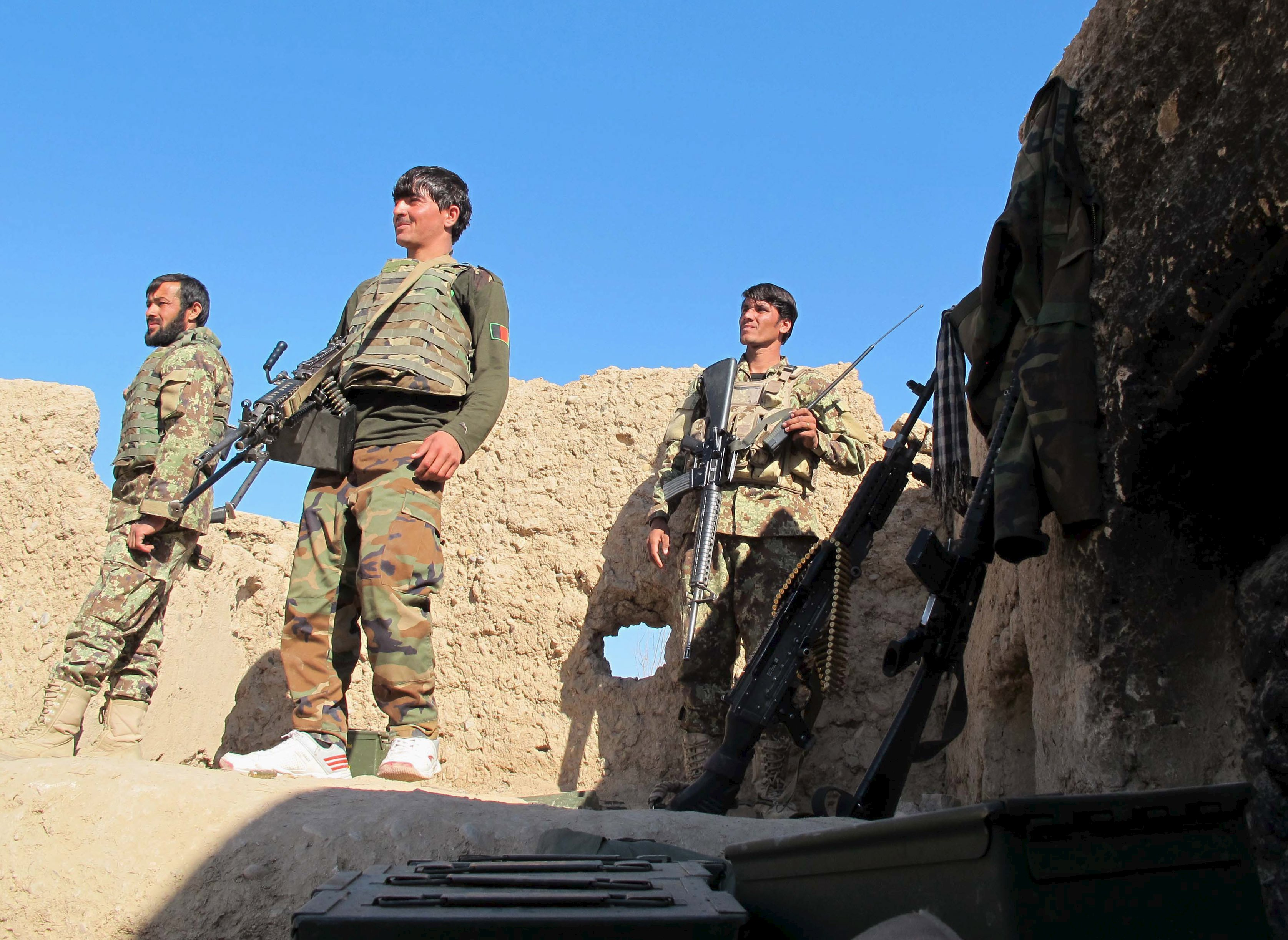 Afghan National Army (ANA) soldiers stand at an outpost in Helmand province, December 20, 2015. Photo: Reuters