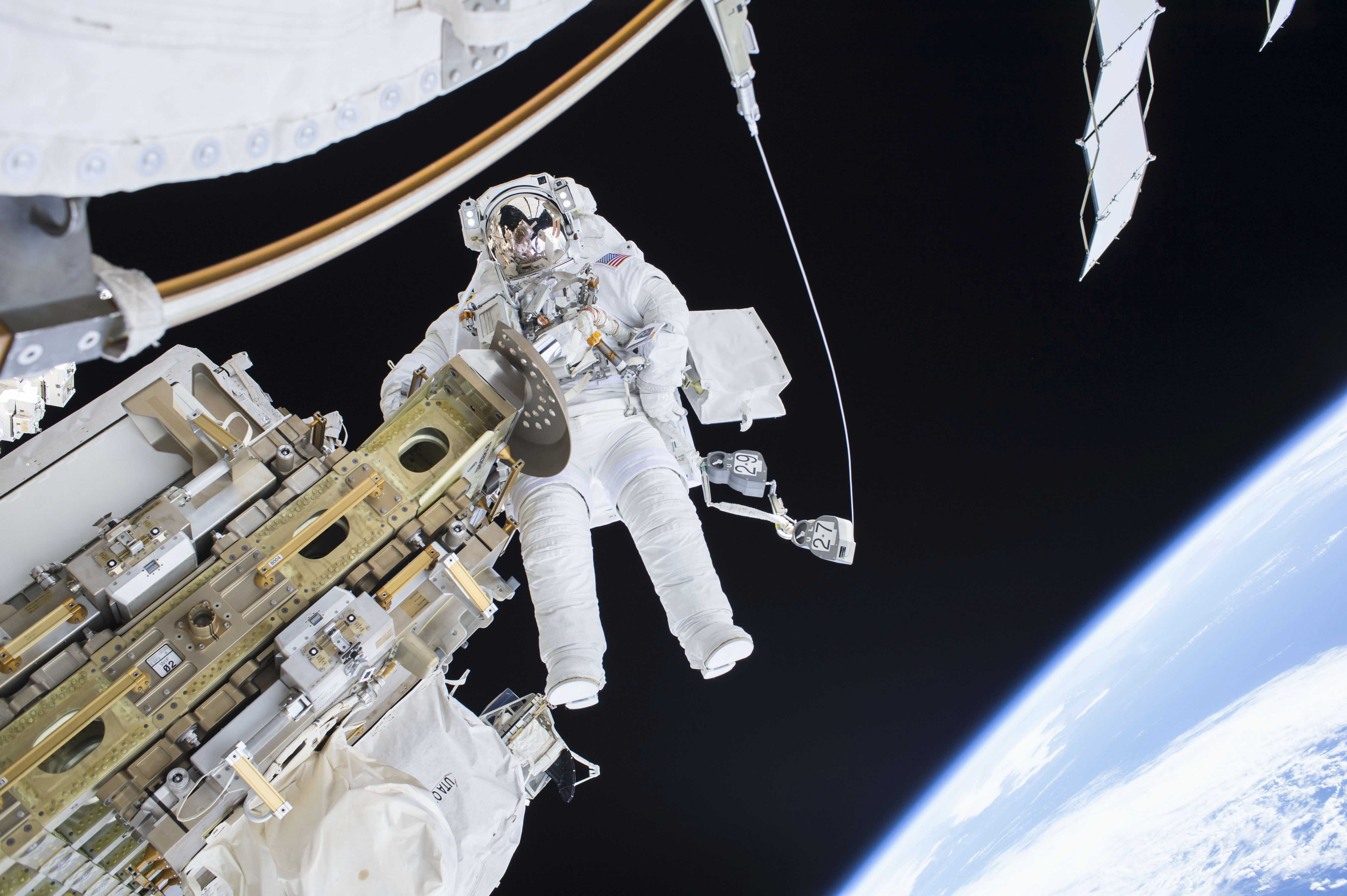 Expedition 46 Flight Engineer Tim Kopra performs a spacewalk outside the International Space Station in this December 21, 2015. Photo: Reuters