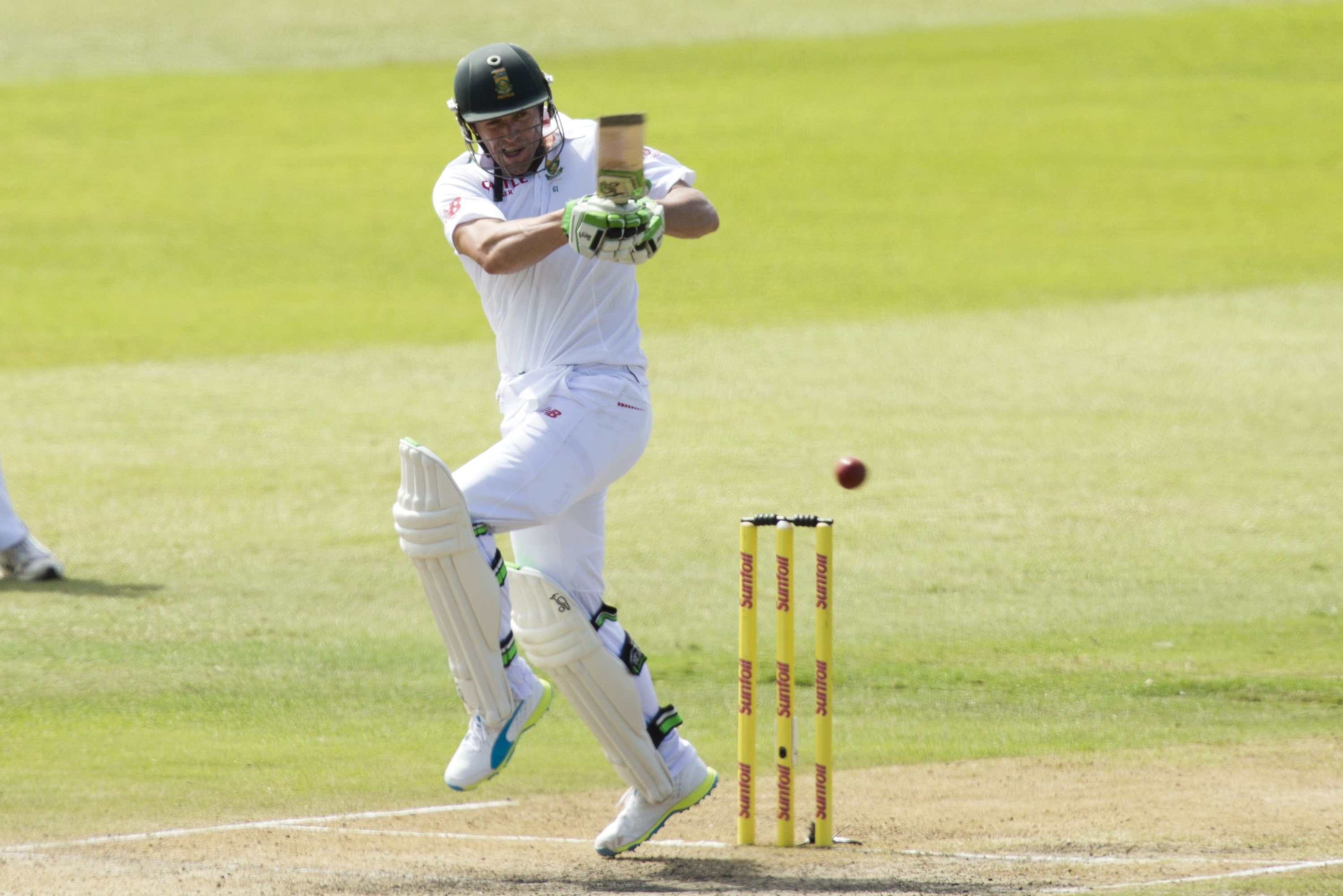 South Africa's AB de Villiers plays a shot during their first cricket test match against England in Durban, South Africa, December 27, 2015. Photo: Reuters