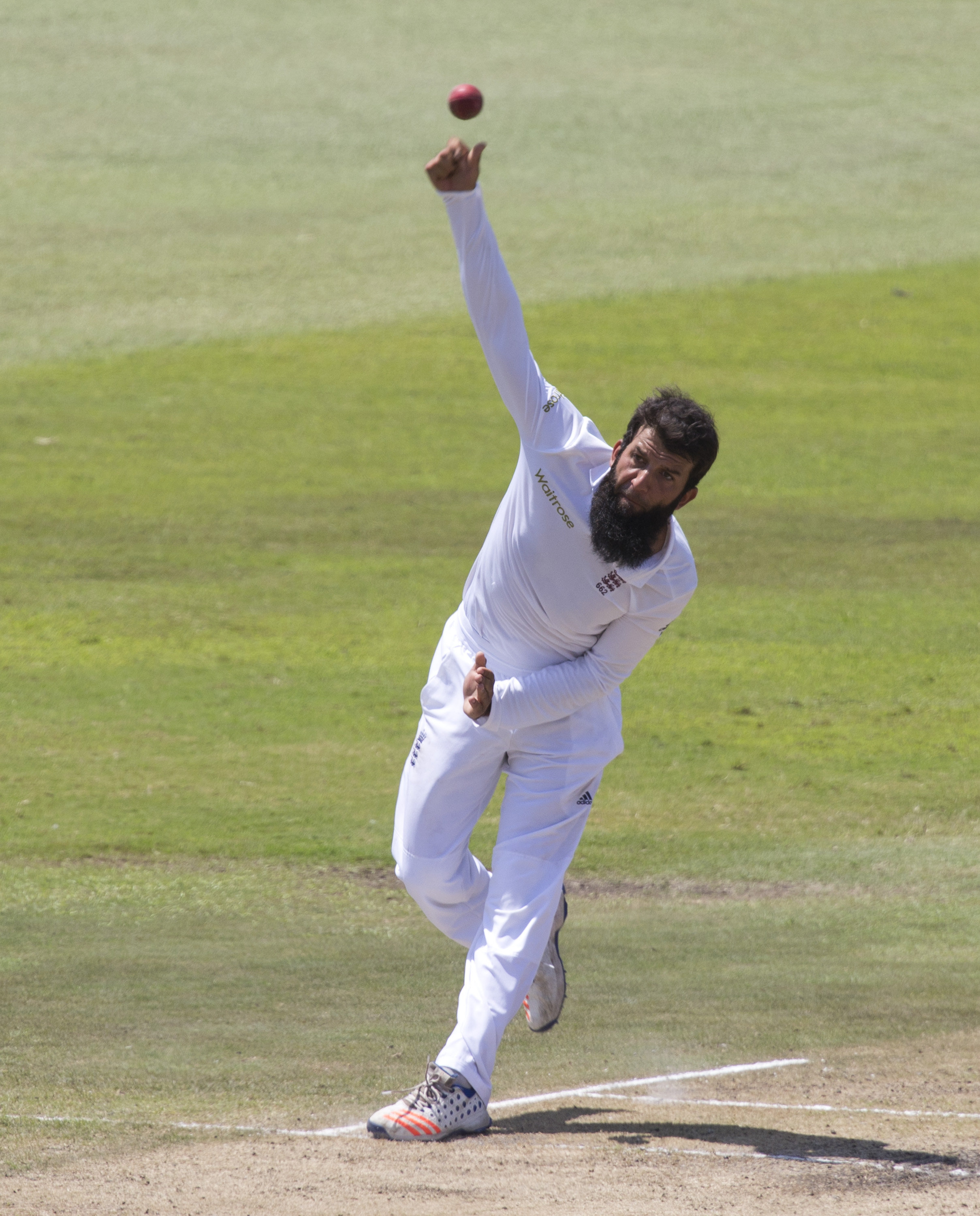 England's Moeen Ali bowls during the first cricket test match against South Africa in Durban, South Africa, December 28, 2015. REUTERS/Rogan Ward