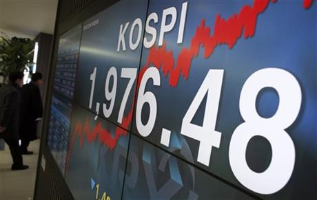 Visitors walk by an electronic screen showing the Korea Composite Stock Price Index (KOSPI) in Seoul, South Korea, Friday, Dec. 18, 2015. Asian stock markets were lower Friday as a persistent drop in the price of oil weighed on investor sentiment, eroding gains sparked the day before by the Fed's first rate hike in nearly a decade. Photo: AP