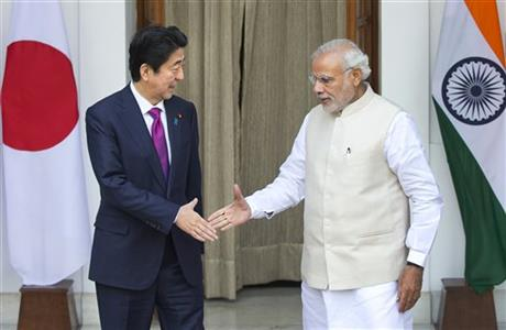 Indian Prime Minister Narendra Modi, right, and his Japanese counterpart Shinzo Abe are about to shake hands before their meeting, in New Delhi, India, Saturday, Dec. 12, 2015. Photo:AP