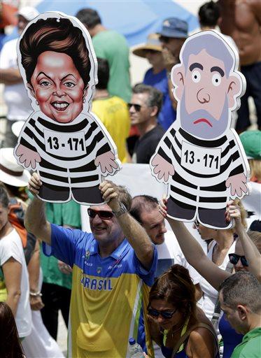 People hold ikenesses of former Brazilian president Luiz Inacio Lula da Silva and Brazilu2019s President Dilma Rousseff in prison stripes during a demonstration for the impeachment of Rousseff on Copacabana beach, Rio de Janeiro, Brazil, Sunday, December. 13, 2015. Photo: AP