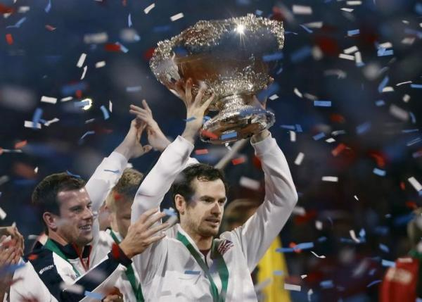 Tennis - Belgium v Great Britain - Davis Cup Final - Flanders Expo, Ghent, Belgium - 29/11/15. Men's Singles - Great Britain's Andy Murray celebrates with the trophy after winning the Davis Cup. Reuters / Francois Lenoir