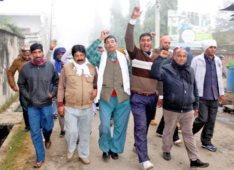United Democratic Madhesi Front shout slogan against government for the arrest of their cadres in Birgunj on Tuesday, December 15, 2015. Photo: THT