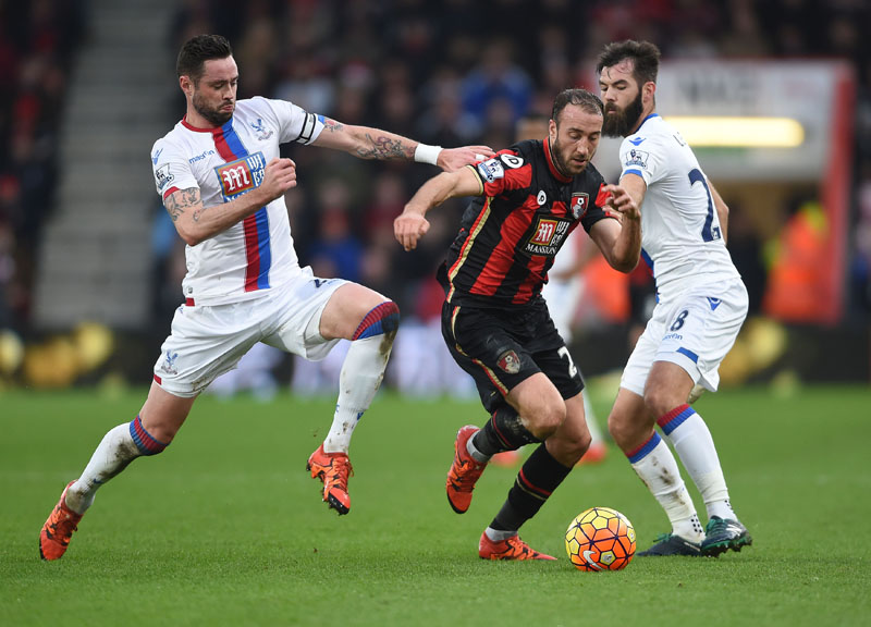 AFC Bournemouth's Glenn Murray (centre) is challenged by Crystal Palace's Damien Delaney (left) and Joe Ledley during the English Premier League soccer match at the Vitality Stadium, Bournemouth, England, on Saturday December 26, 2015. Photo: AP