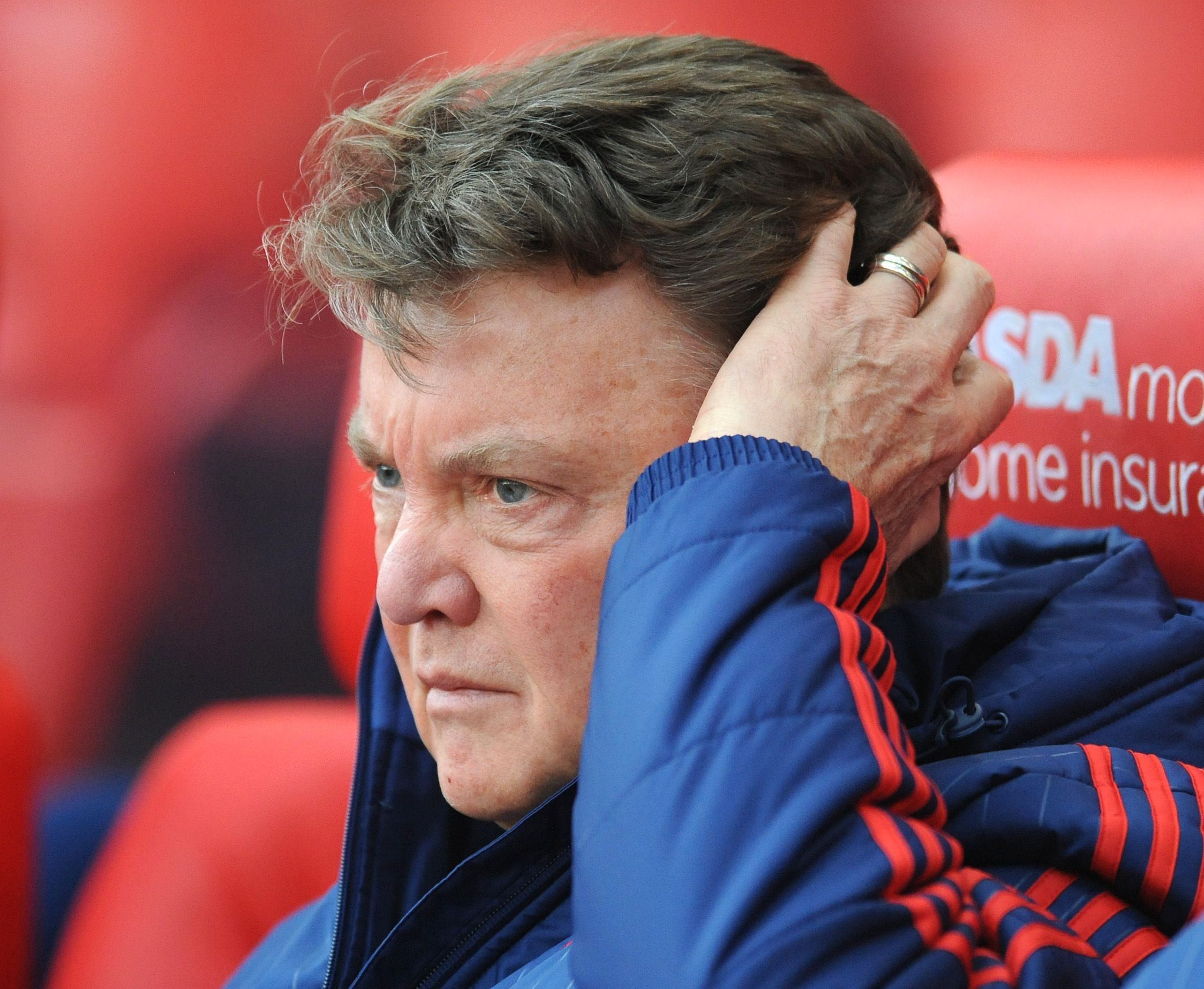 Manchester United manager Louis van Gaal watches from the bench during the English Premier League soccer match between Stoke City and Manchester United at the Britannia Stadium, Stoke on Trent, England, Saturday, December 26, 2015. Photo: AP