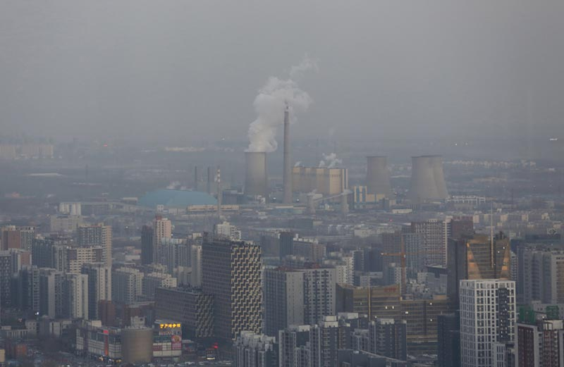 Beijing's skyline and a power plant are seen from a high-rise building as China warned residents across a large part of northern China to prepare for a wave of choking smog arriving over the weekend, in Beijing, China, December 18, 2015. Photo: Reuters