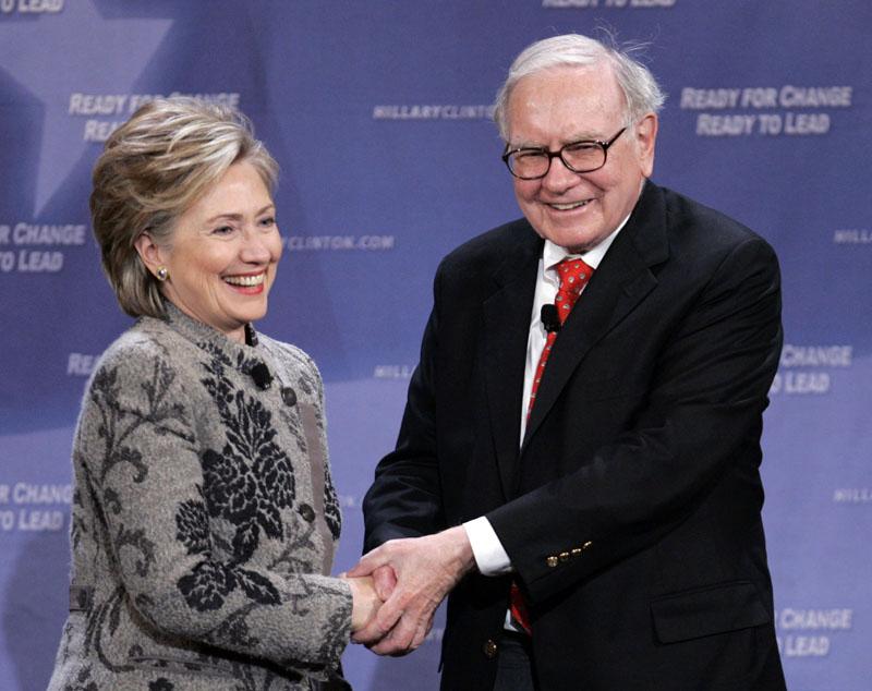 Billionaire investor Warren Buffett helps Democratic presidential candidate, then-Sen. Hillary Clinton, D-N.Y., raise campaign funds in San Francisco on  December 11, 2007. Photo: AP