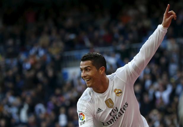 Football Soccer - Real Madrid v Getafe - Spanish Liga BBVA - Santiago Bernabeu, Madrid, Spain - 5/12/15. Real Madrid's Cristiano Ronaldo celebrates after scoring. REUTERS/Susana Vera