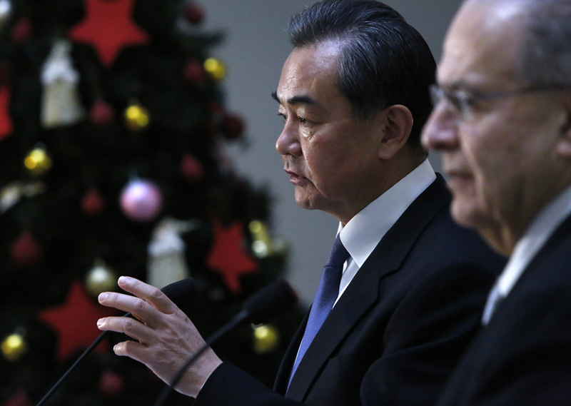 China's Foreign Minister Wang Yi rear, speaks to the media during a press conference after meet with his Cyprus' counterpart Ioannis Kasoulides, right, at the Cyprus Foreign Ministry in capital Nicosia, Monday, Dec. 21, 2015. Photo: AP