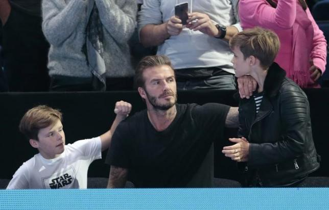 Tennis - Barclays ATP World Tour Finals - O2 Arena, London - 21/11/15nDavid Beckham with his children Cruz (L) and Romeo (R)during the matchnReuters / Suzanne PlunkettnLivepic