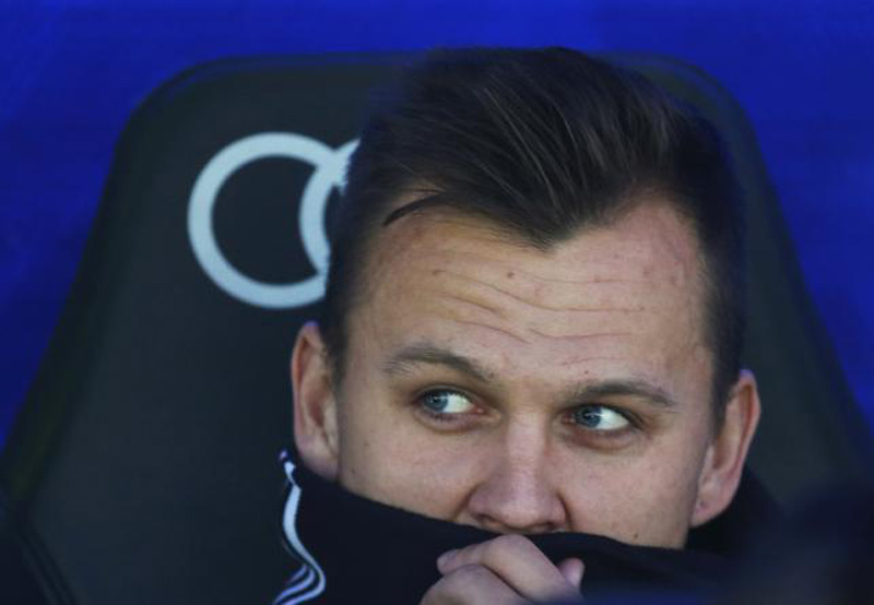 Real Madrid's Denis Cheryshev sits before the start of Real Madrid v Getafe match in Santiago Bernabeu of Madrid in Spain on 5/12/15. Photo: Reuters