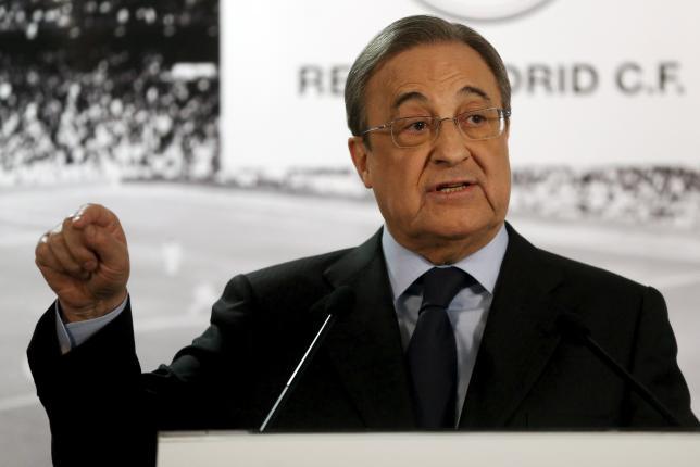 Real Madrid's President Florentino Perez gestures during a news conference at Santiago Bernabeu stadium in Madrid, Spain, November 23, 2015. REUTERS/Juan Medina