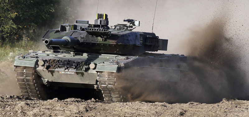 A Leopard 2 tank is driven during a demonstration event held for the media by the German Bundeswehr in Munster near Hannover, Germany on September 28, 2011. Photo: AP