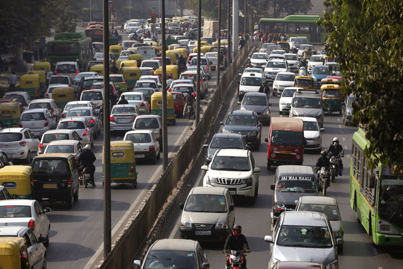 Cars and buses clogs a road in New Delhi, India on Wednesday, December 16, 2015. Photo: AP