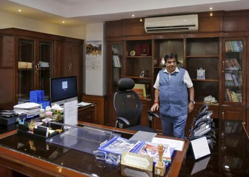 India's Transport and Shipping Minister Nitin Gadkari is pictured in his office in New Delhi, India, August 26, 2015. Photo: Reuters