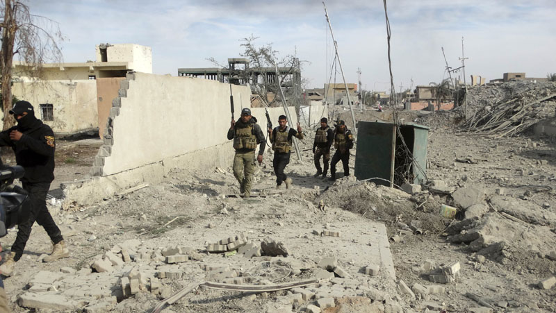 Iraqi Security forces enter the heavy damaged downtown Ramadi, 70 miles (115 kilometers) west of Baghdad, Iraq,on Sunday, December 27, 2015. Photo: AP