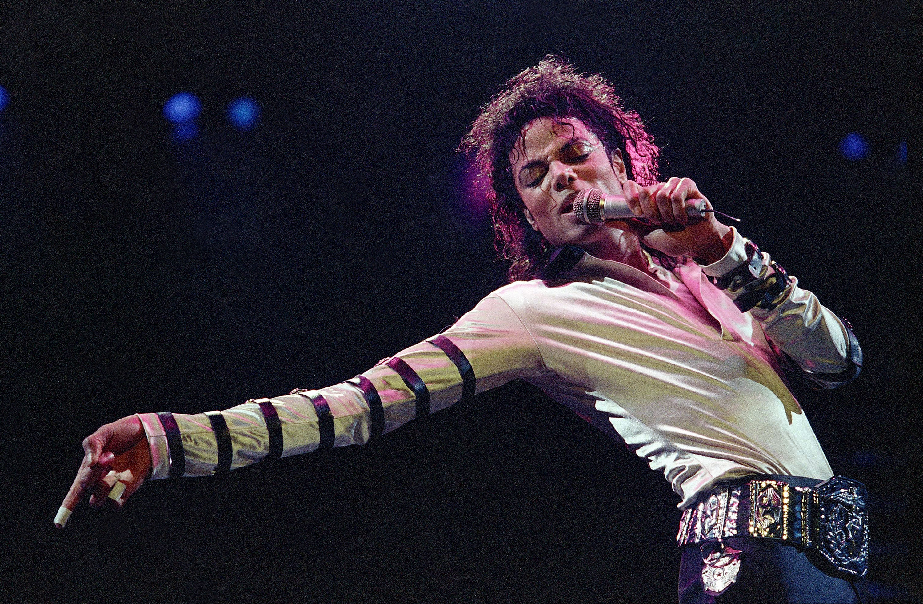 FILE - In this Feb. 24, 1988 file photo, Michael Jackson leans, points and sings, dances and struts during the opening performance of his 13-city US tour, in Kansas City. Photo: Reuters