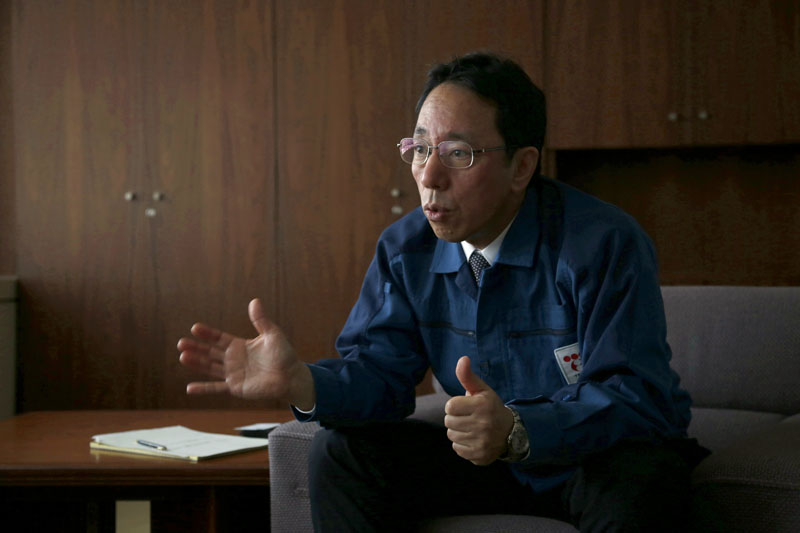 Naohiro Masuda, chief of decontamination and decommissioning of the Fukushima Daiichi nuclear plant for its owner Tokyo Electric Power Co. (TEPCO), talks during an interview at the TEPCO headquarters in Tokyo on Monday, December 14, 2015. Photo: AP