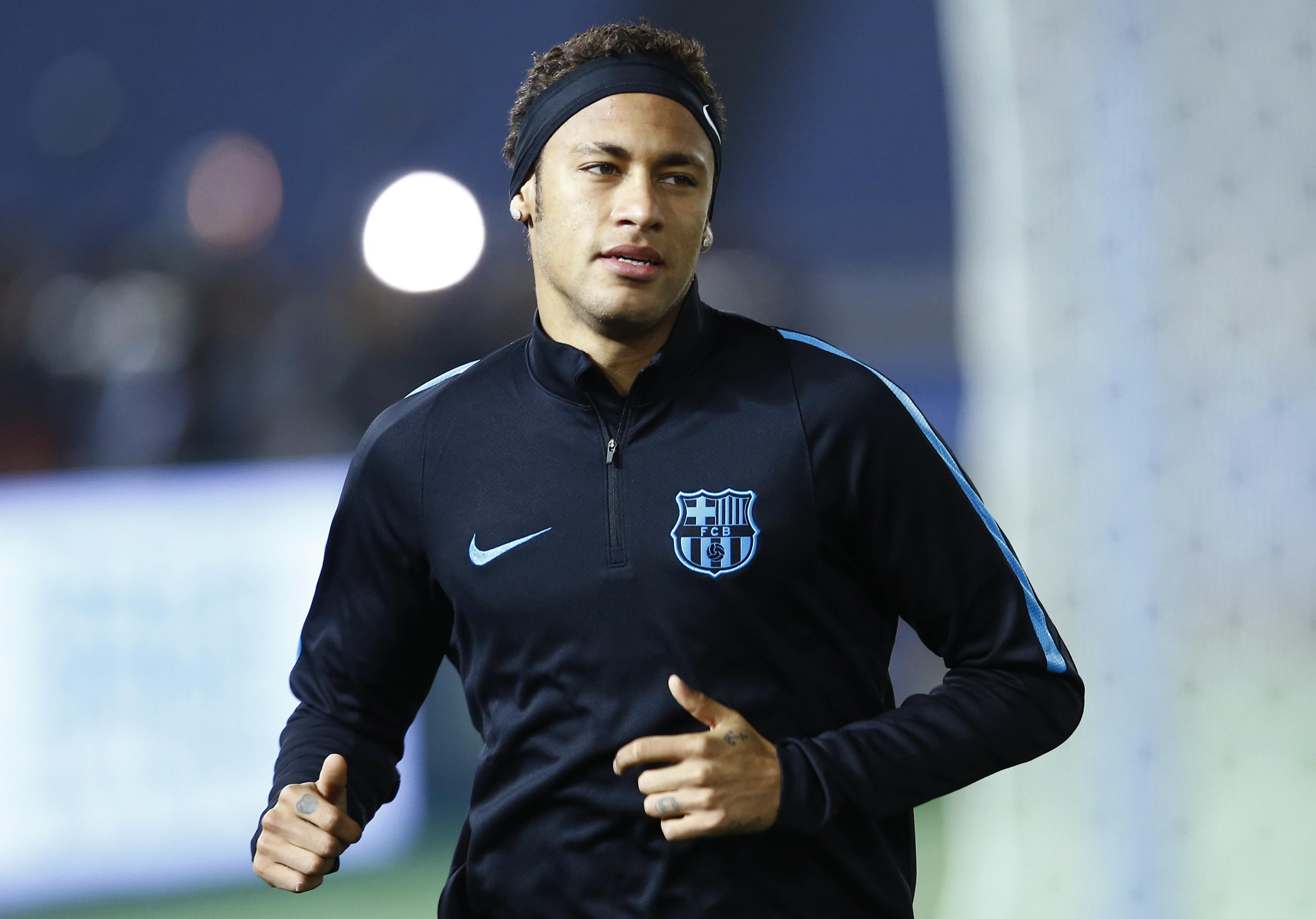 FC Barcelonau0092s Neymar runs during a practice session in Yokohama, near Tokyo, on Wednesday, December 16, 2015. Photo: AP