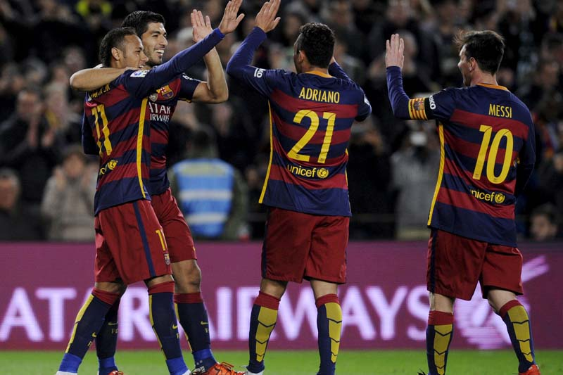Barcelona's Luis Suarez (2nd left) celebrates  with team mates his second goal against Real Betis in Spanish Liga BBVA at the Camp Nou, Barcelona, Spain on December 30, 2015. Photo: Reuters