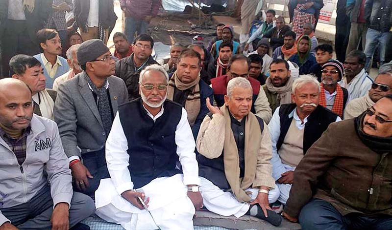 Tarai Madhes Democratic Party Chairman Mahantha Thakur and Sadbhawana Party Chairman Rajendra Mahato  participating in a sit-in protest at the Indo-Nepal border point near Birgunj of Parsa district on Wednesday, December 16, 2015. Photo: Ram Sarraf/ THT